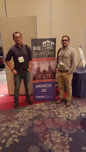 Investigadores Pablo Gallegos (i) y Gabriel León (d) en el ISC2